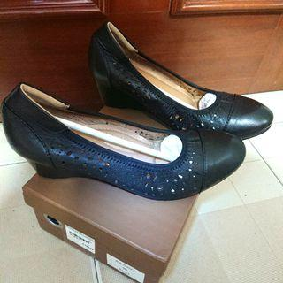 Wore Once Only Andre Valentino Black Leather Wedges Size 40