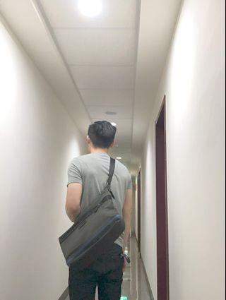 美國 Coach 男用墨綠色斜背包