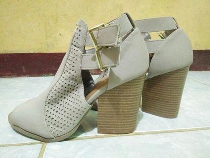 Sepatu hels