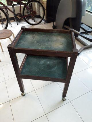 Movable tray table
