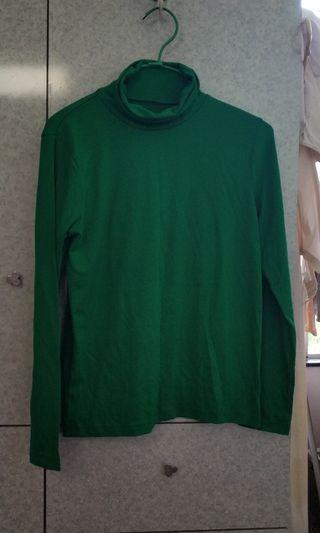 綠色樽領上衣