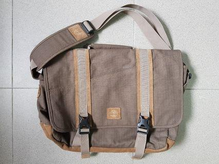 🚚 Timberland Messenger Bag