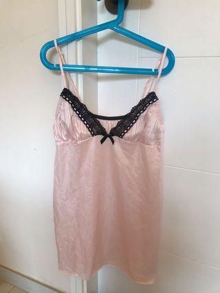 日本粉紅色黑色厘士邊滑身吊帶睡衣