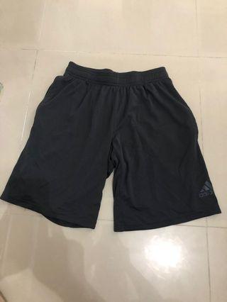 8成半新Adidas 短褲(袋有拉鍊)