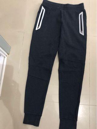 8成半新Baleno 厚身長褲(袋有拉鍊)