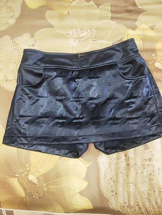 🚚 俏麗的短褲裙
