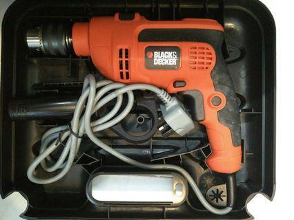 🚚 Black and Decker 710W Hammer Drill