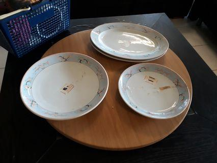 Large serving plates (4 items)