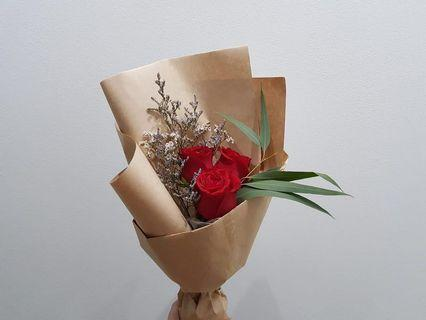 [Cheap af.] $8 only. <out of stock> 3 stalk red rose bouquet in a grandiose wrapping