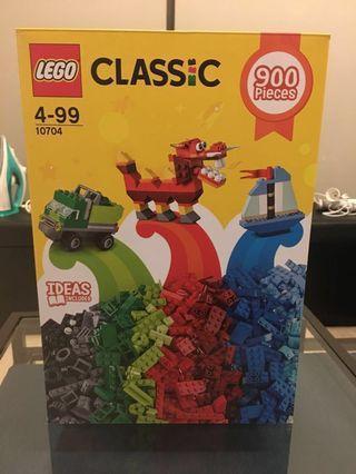 Lego // 900 pieces