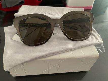 🚚 📌Fast Deal 📌 Dior Sunglass