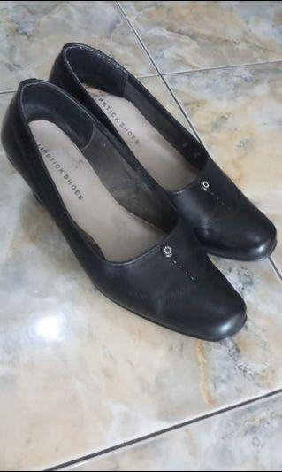 Sepatu kerja hitam