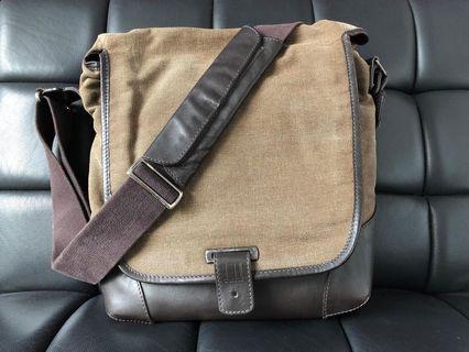 🚚 Pre loved Dunhill messenger bag