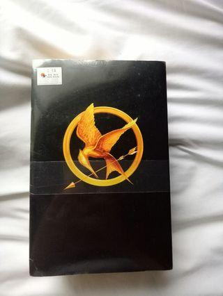 The Hunger Games Trilogy - Suzanne Collins NEW SET (3 books)