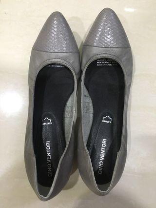 Flats - Grey