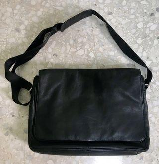 Authentic Kenneth Cole genuine leather men's office bag