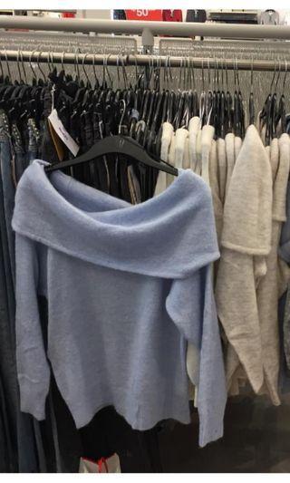DICARI SWEATER SABRINA H&M seperti di gambar preloved kondisi bagus atai baru bisa dm yahh