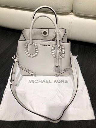 🚚 Authentic preloved Michael Kors white bag
