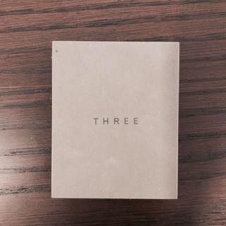 THREE contrast duo