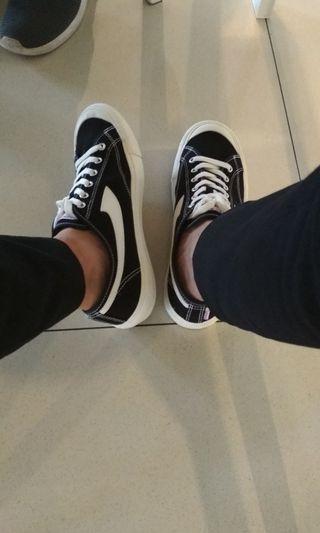 Preloved Sepatu/sneakers pria original compass