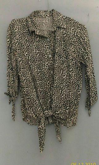 Kemeja leopard ikat