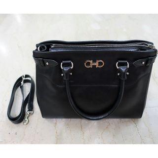Salvatore Ferragamo Handbag Mint Condition Calf NERO Black 0548190 21 D940/15