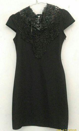 Dress hitam detail brukat