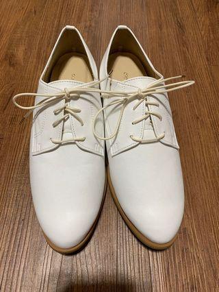 日本百貨帶回的百搭白色牛津鞋