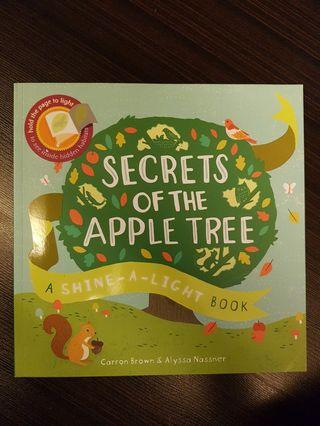 017. Secrets of the Apple Tree : A Shine-a-Light Book