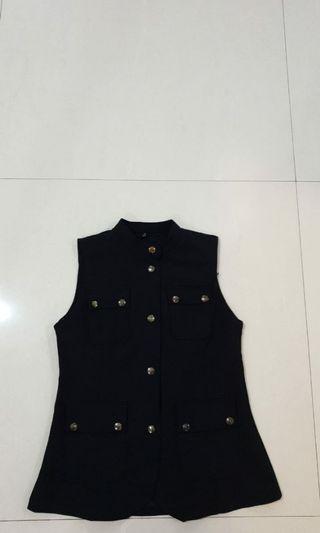 Black Sleeveless Collar Top