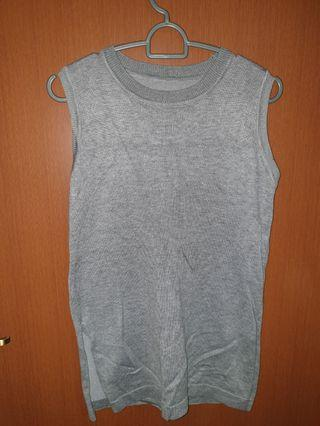 🚚 Grey Knit Top