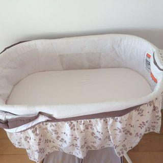 Delta bassinet used once 99% new