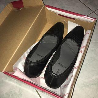Pantofel Fladeo Hak Tahu