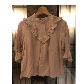 🚚 SALE【二手 9成新】日本購入 乾燥花色 淡粉色 蕾絲 鏤空 五分袖 純棉 上衣 L號 肩38 胸52 長60