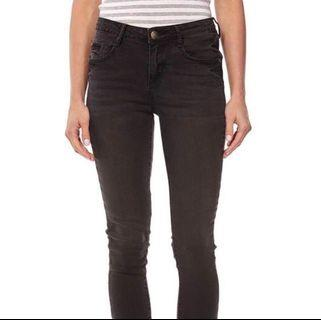 Chic Ankle Mid-Rise Jeans
