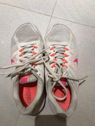 Nike 波鞋 跑鞋 白色 白橙 dual fusion #summer19
