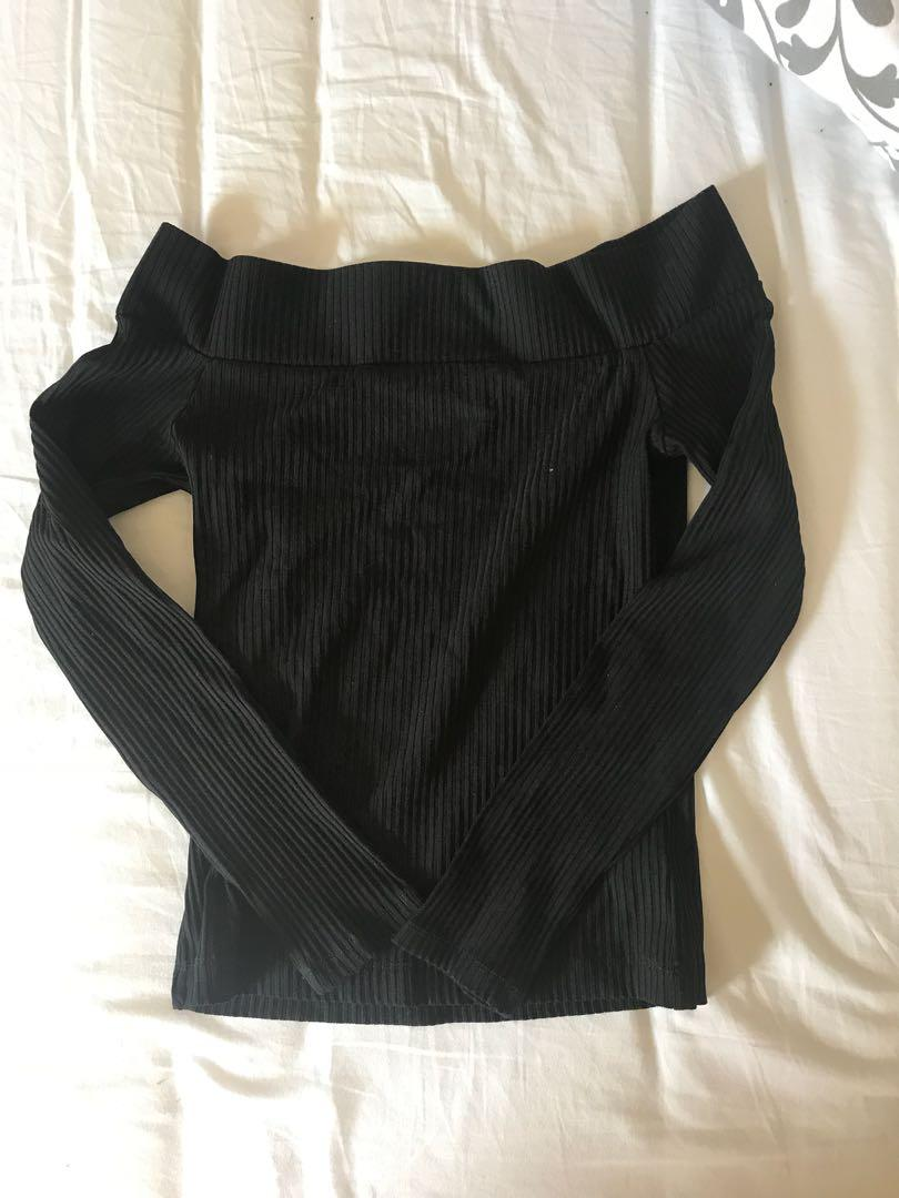 ARITZIA OFF THE SHOULDER LONG SLEEVE FITTED BLACK TOP