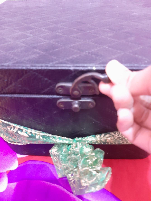 Box make up, asesoris, parfum, perhiasan, kaos kaki, bando dll