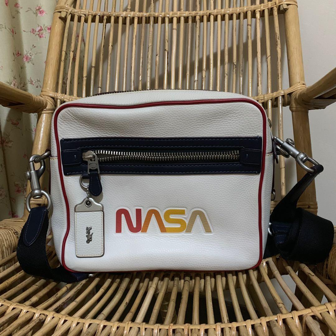 Coach Space – Space Glovetan Pebble Camera Bag in Chalk Midnight Navy