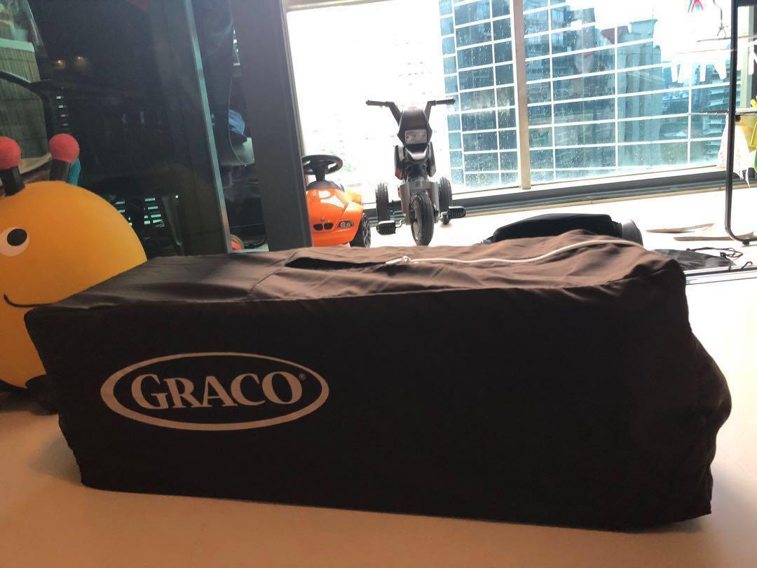 Graco playyard & bassinet & napper changer