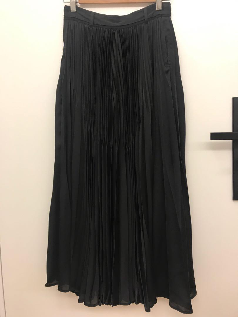Initial Pleated Wide Leg Pant