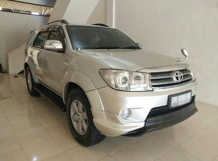 Mobil TOYOTA FORTUNER G Diesel M/T thun Warnah Silver 2015