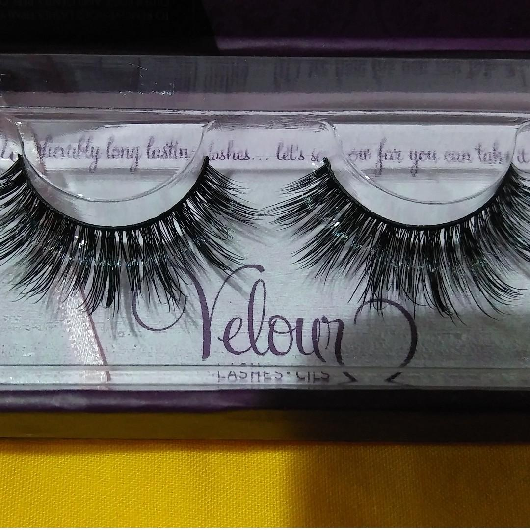 NEW IN BOX VELOUR 'DOLL ME UP' REUSABLE STRIP LASHES