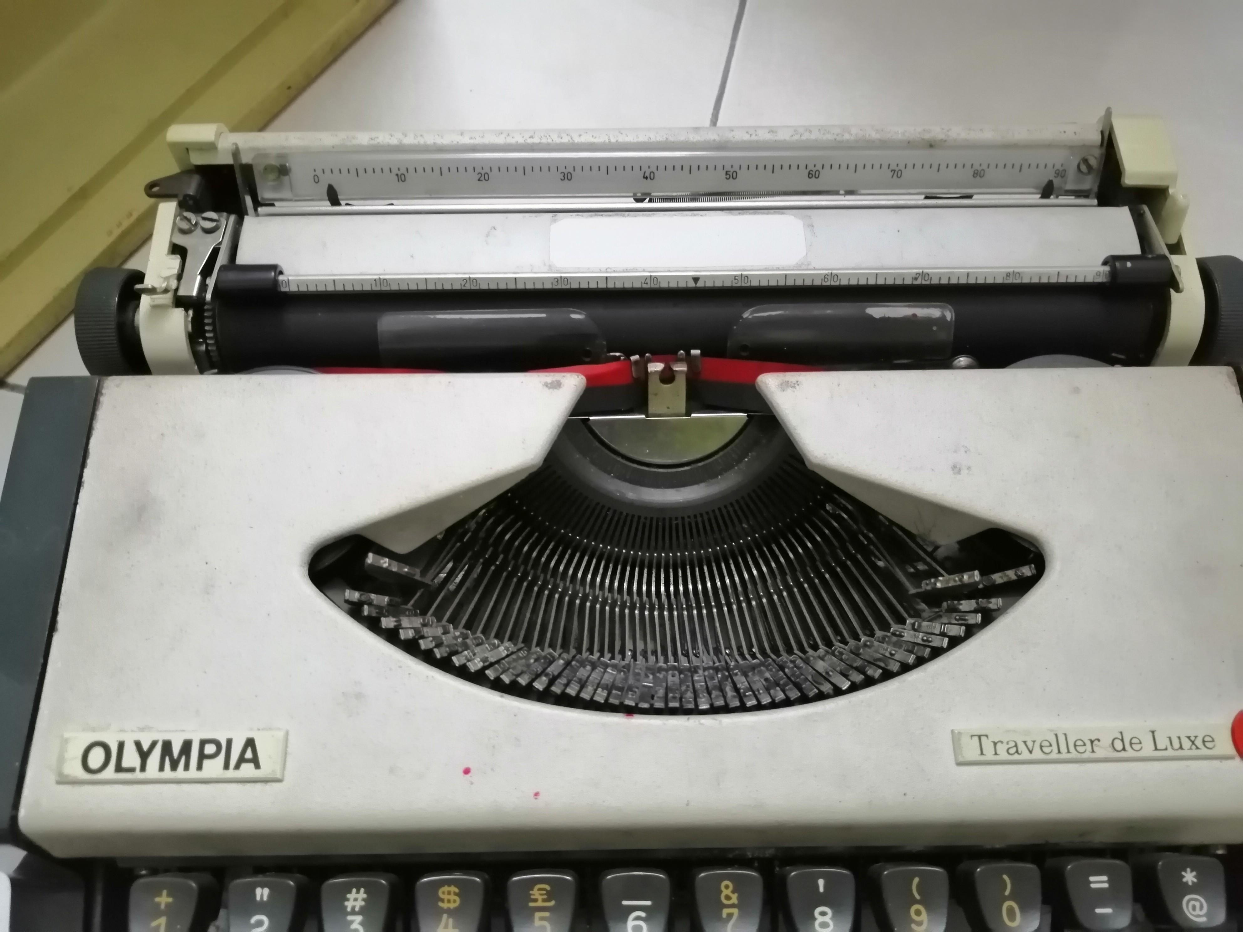 Olympia Typewriter Vintage (ready to use)