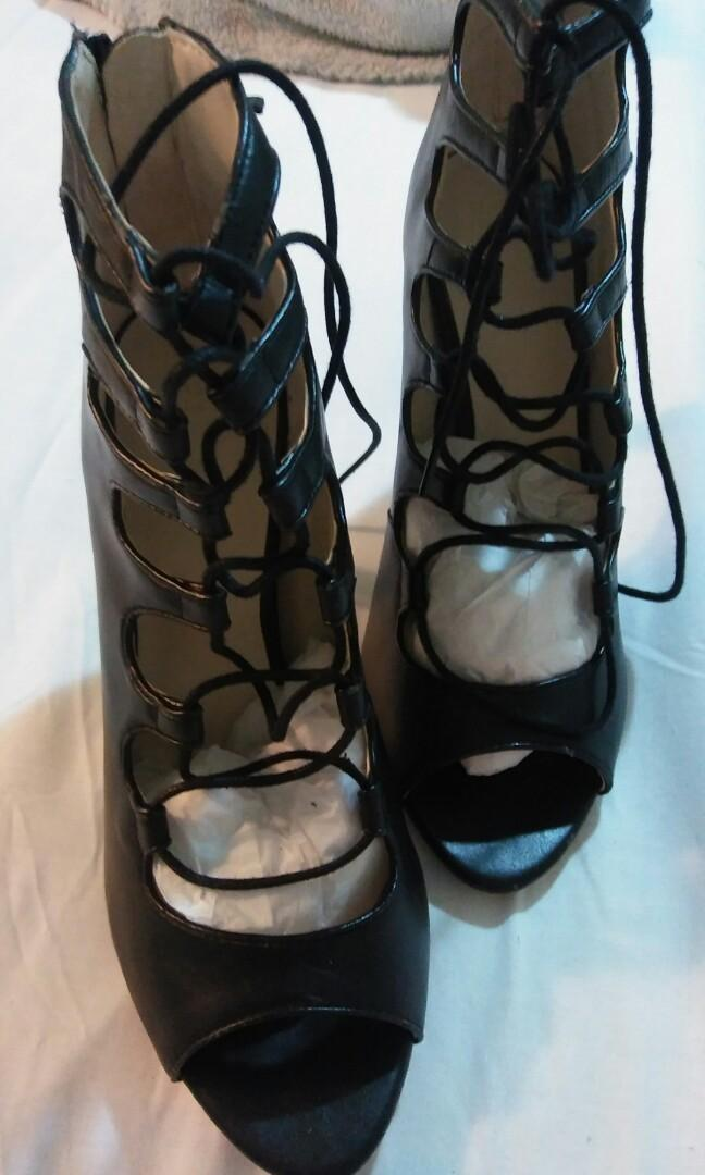 RARE NEW ZARA BLACK LEATHER LACE UP ANKLE BOOTIES- SIZE AU8/39