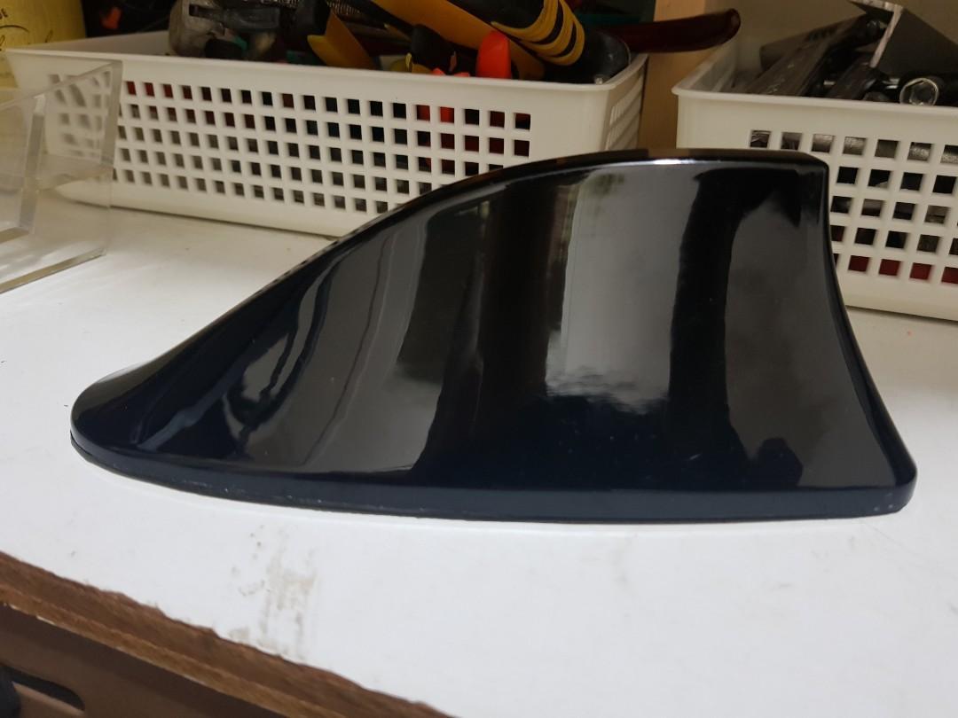 Shark fin car roof antenna