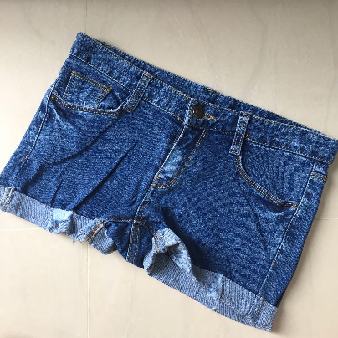 simple short ripped jeans