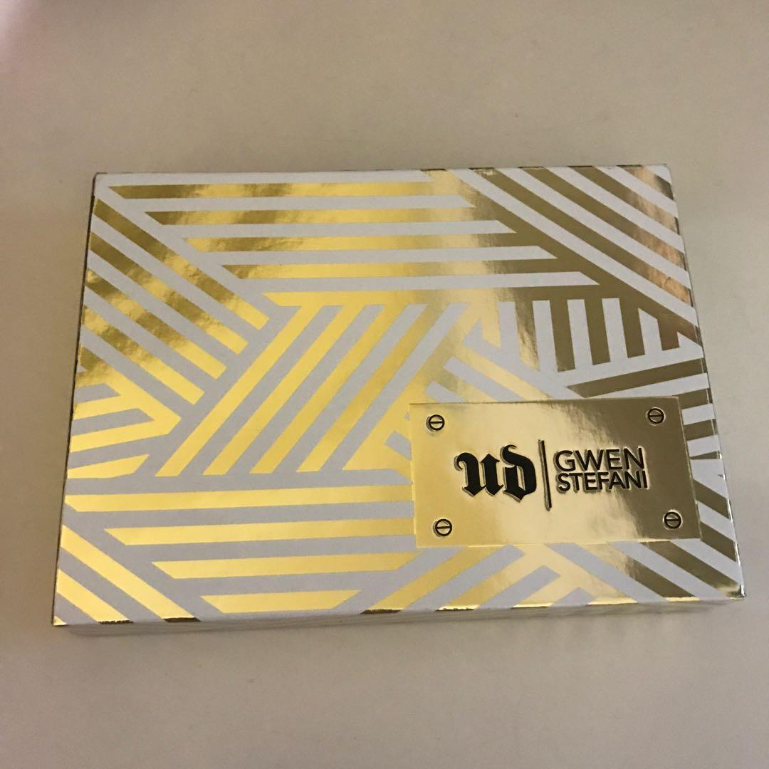 Urban Decay & Gwen Stefani eyeshadow Palette limited edition