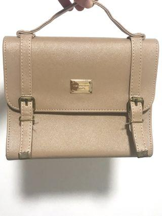 🚚 Woman's handbag