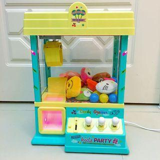 夾公仔機 Toy Claw Machine